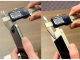 Толщина белой версии Apple iPhone 4 идентична толщине черной версии