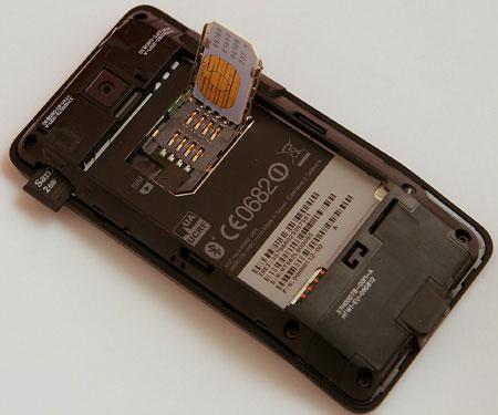Карта памяти и сим-карта на HTC Hero